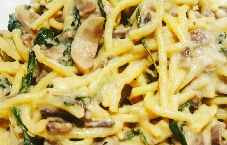 Spagetti mit Blauschimmelkäse und Pilzen