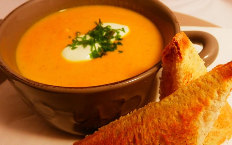 Karotten-orangesuppe
