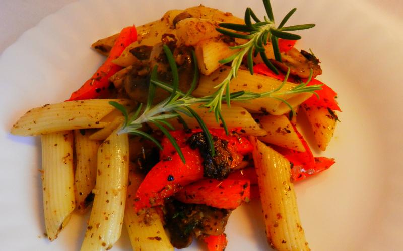 Pasta mit Gemüse und Pesto